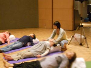 Do スマイルミーティング 2011 in 京都 障がいを持つ方とヨガの輪ができました☆④