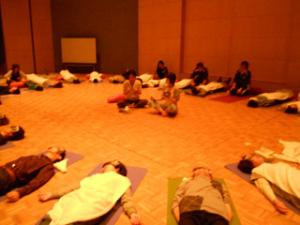 Do スマイルミーティング 2011 in 京都 障がいを持つ方とヨガの輪ができました☆⑧