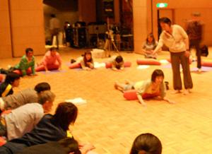 Do スマイルミーティング 2011 in 京都 障がいを持つ方とヨガの輪ができました☆⑤